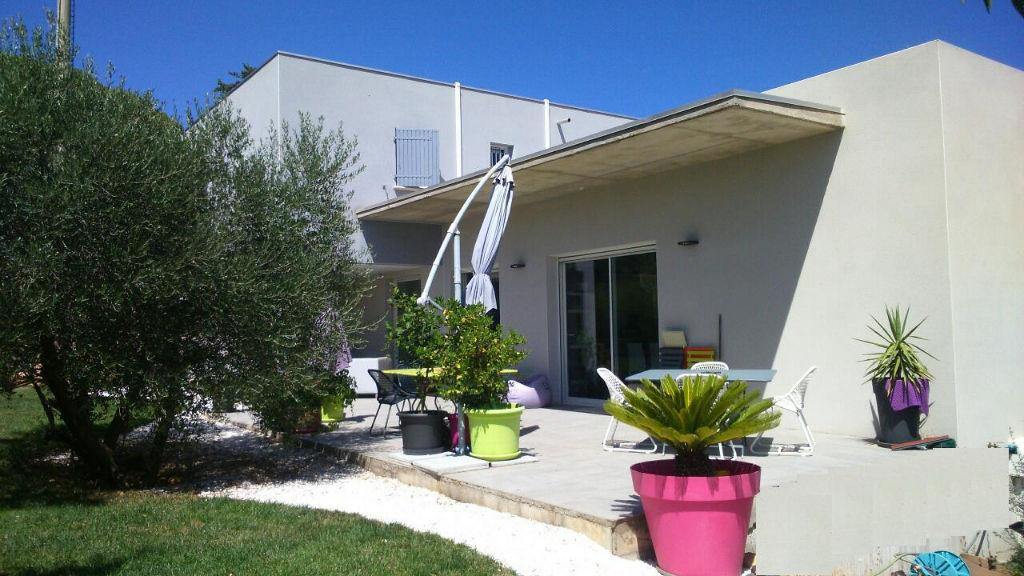 Villa d'architecte de 165 m2  habitable de type  4  pièces