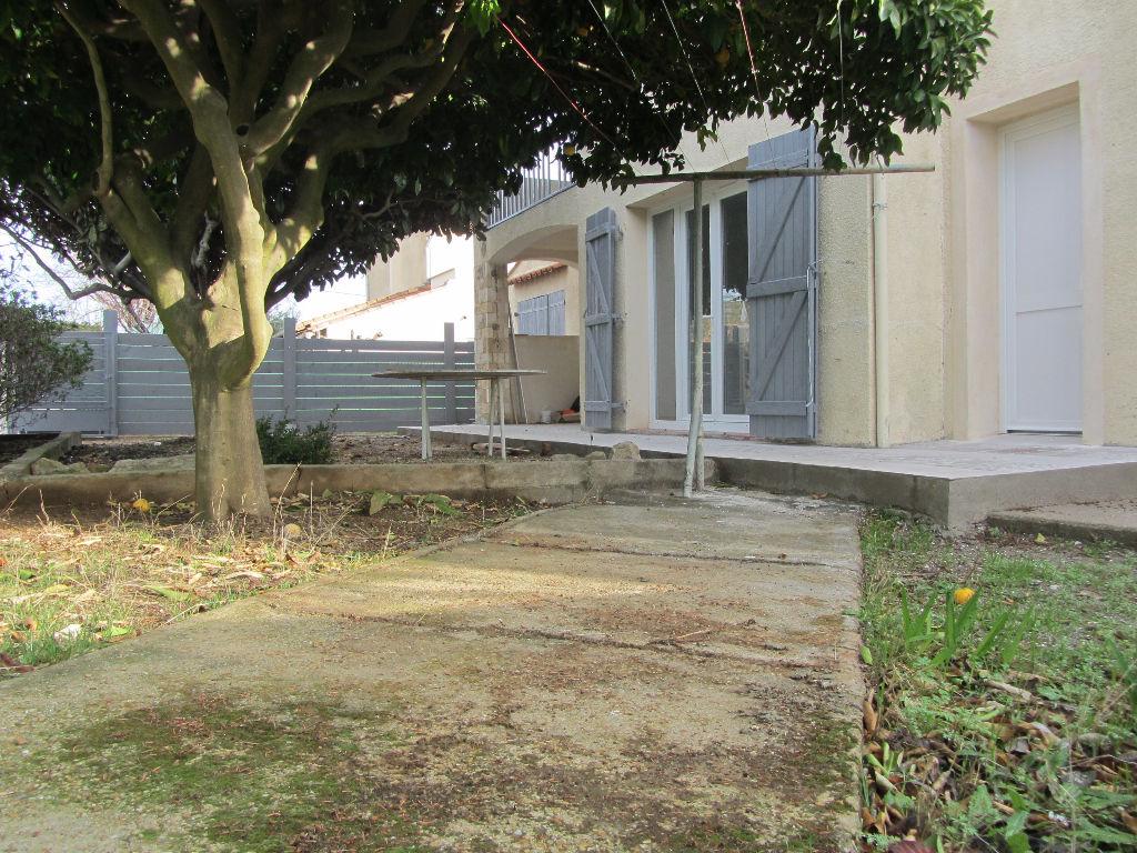 Belle habitation  de 70 m2, rénovée, de plain pied, avec jardin de 107m2  et garage
