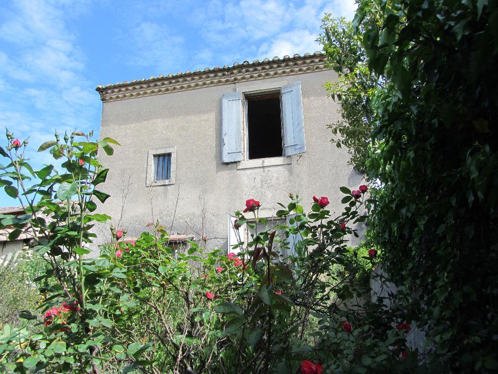 Maison de village à rénovée de 75 m2  + garage