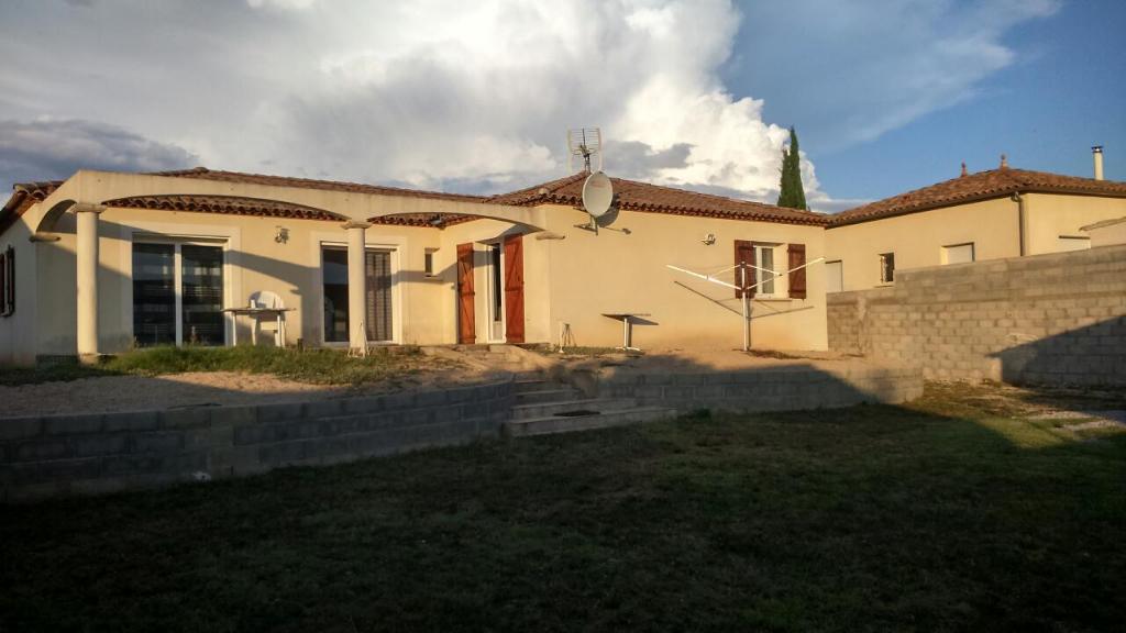 Villa de plain pied de 134 m2 habittable  + garage de 37 m2, sur 805 m2 de terrain