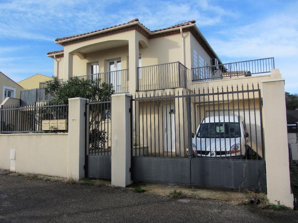 Villa  6 pièces de 135 m2  sur terrain 200 m2 , vue dégagée