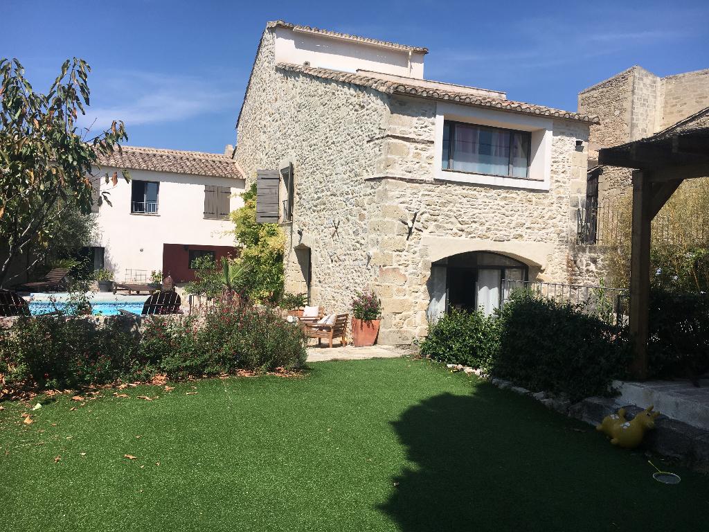 Maison de village de 230 m2 de type 7 pièces avec piscine
