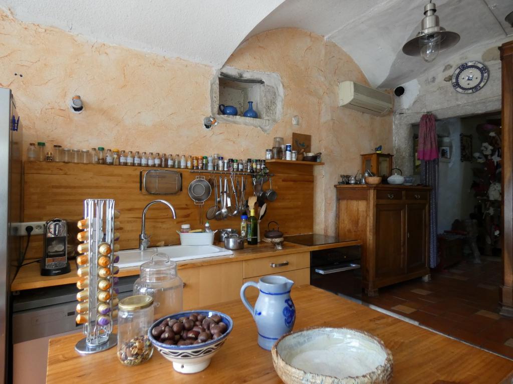 Maison de village rénovée de type 5 pièces + terrasse sans vis à vis