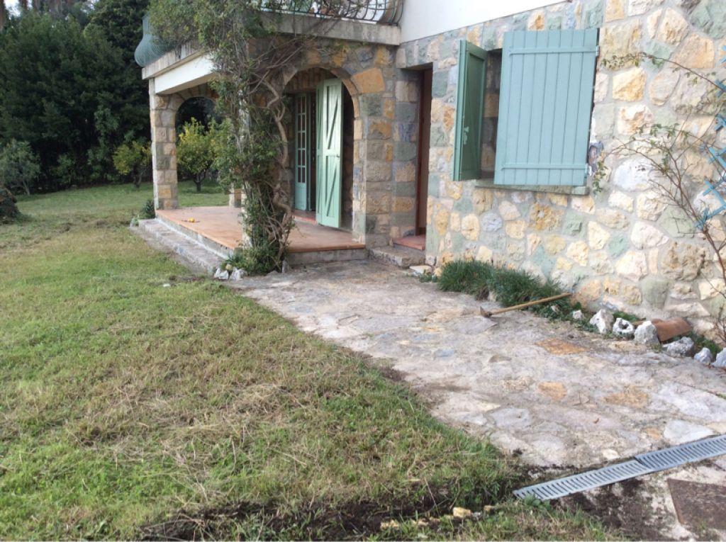 Chateauneuf résidentiel rez de villa avec jardinet privatif vue mer