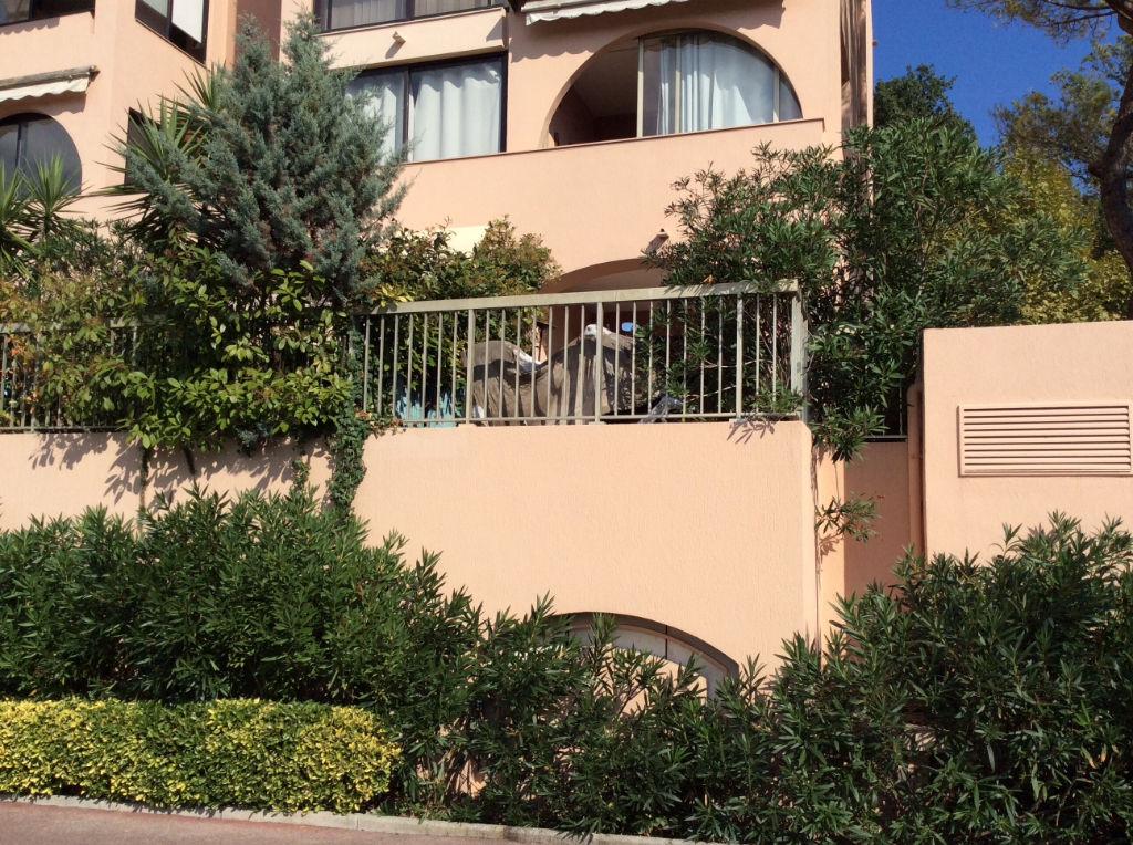 Mougins résidentiel 2 pièces avec garage et jardin privé
