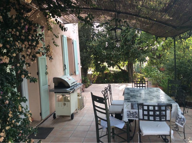 Magagnosc, bas de maison calme et central, jardin parfait état