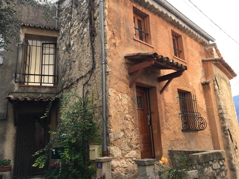 MAGAGNOSC maison de village T2/T3 avec caves au calme