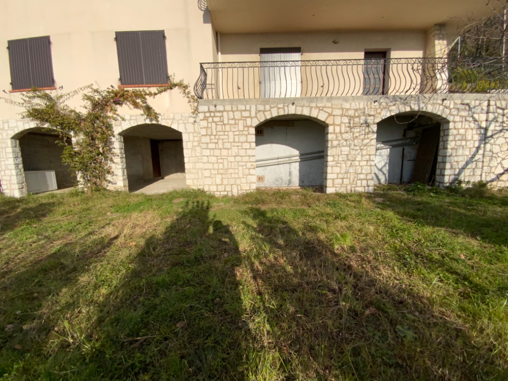 SUPER MAGAGNOSC BAS DE VILLA AVEC JARDIN PRIVATIF ET GARAGE