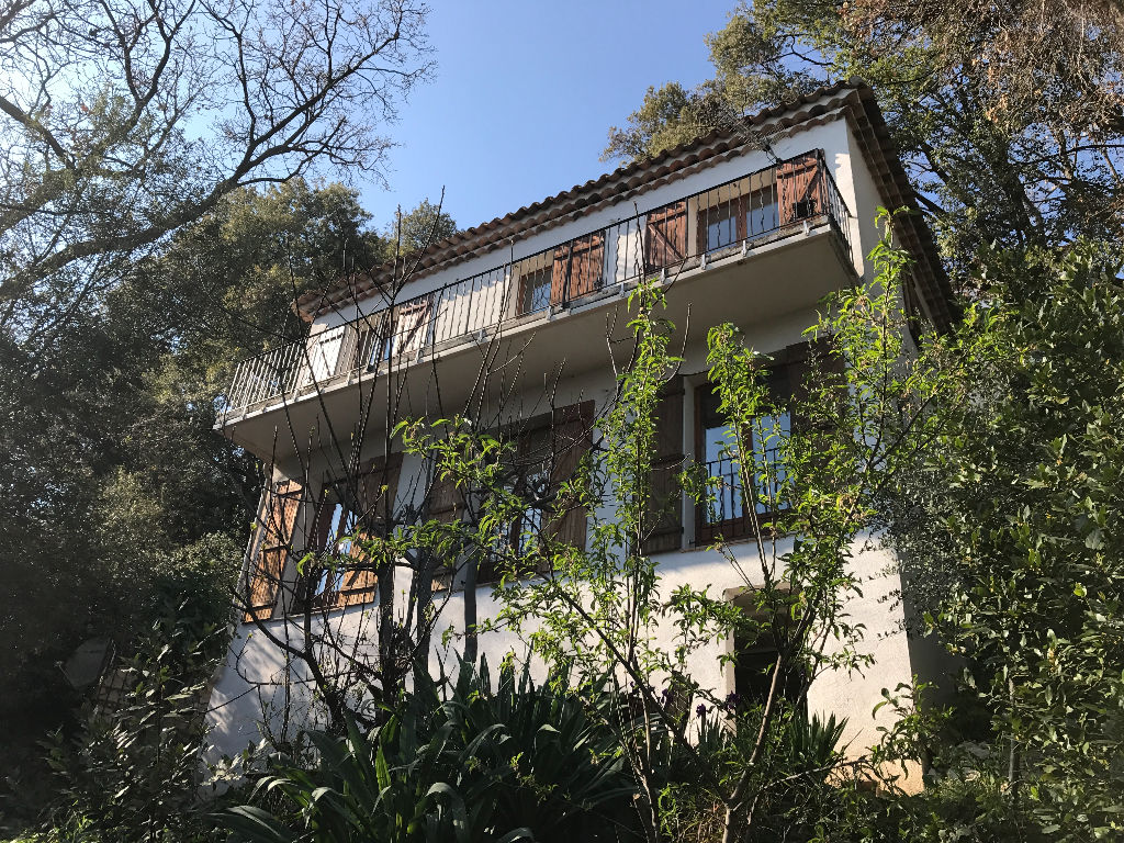 Heights of Grasse (10 mn with feet), detached villa 4 rooms on 1050 m2 about sight sea.