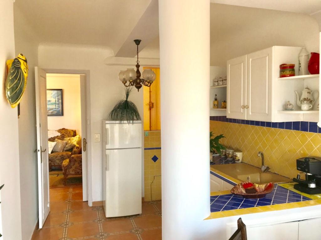 Grasse est appartement deux pièces de 80 m2 environ avec jardin privatif