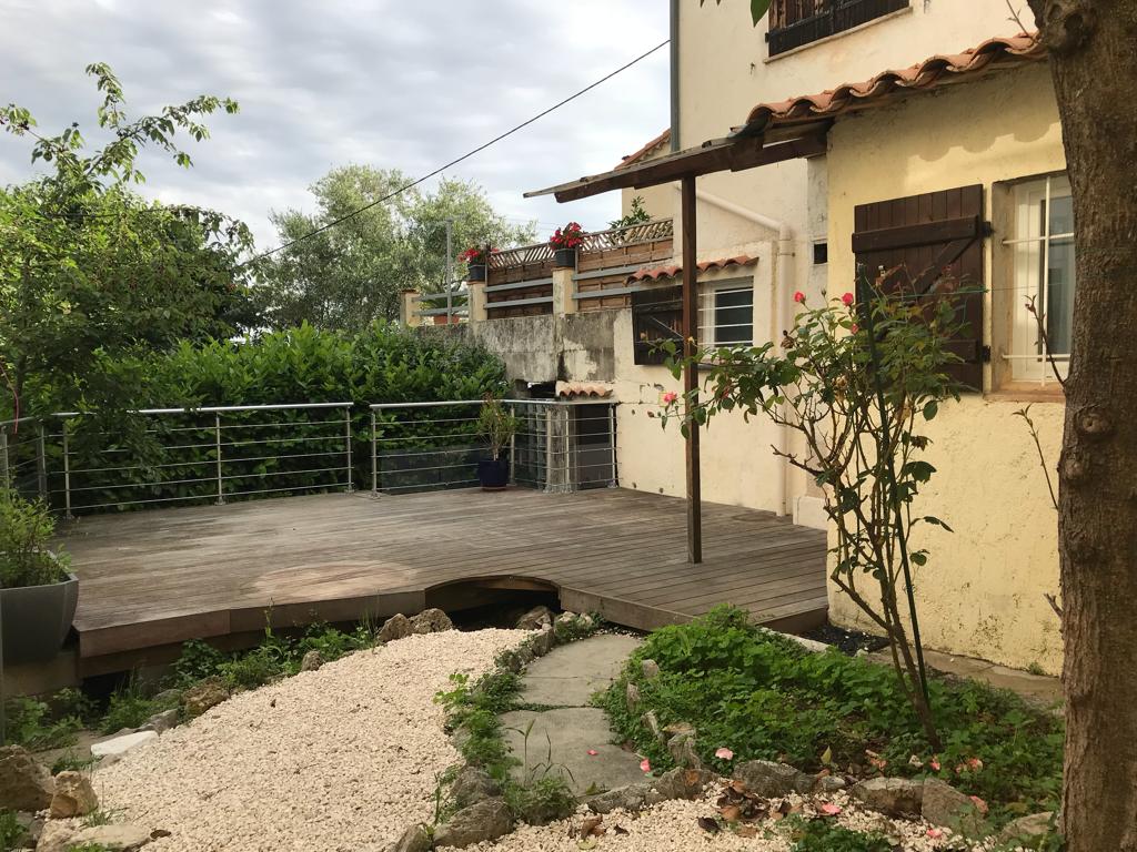 Châteauneuf, maison de ville 3 pieces avec jardinet terrasse