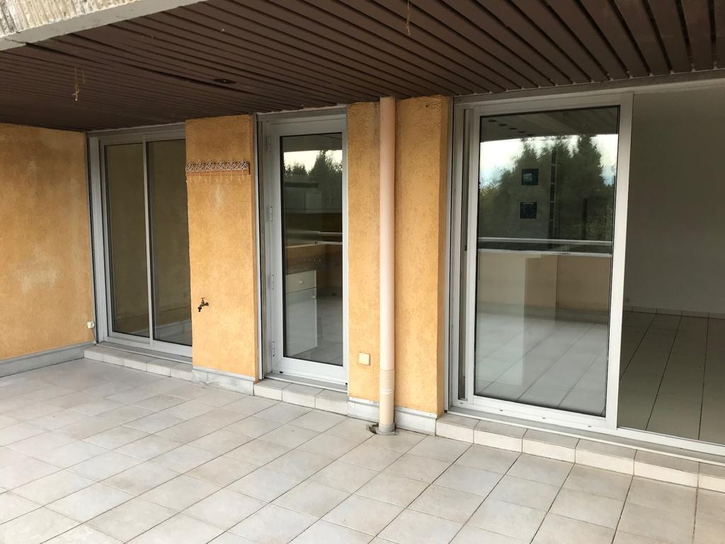 Appartement deux pièces de 37 m23 avec une terrasse de 22 m2 et garage