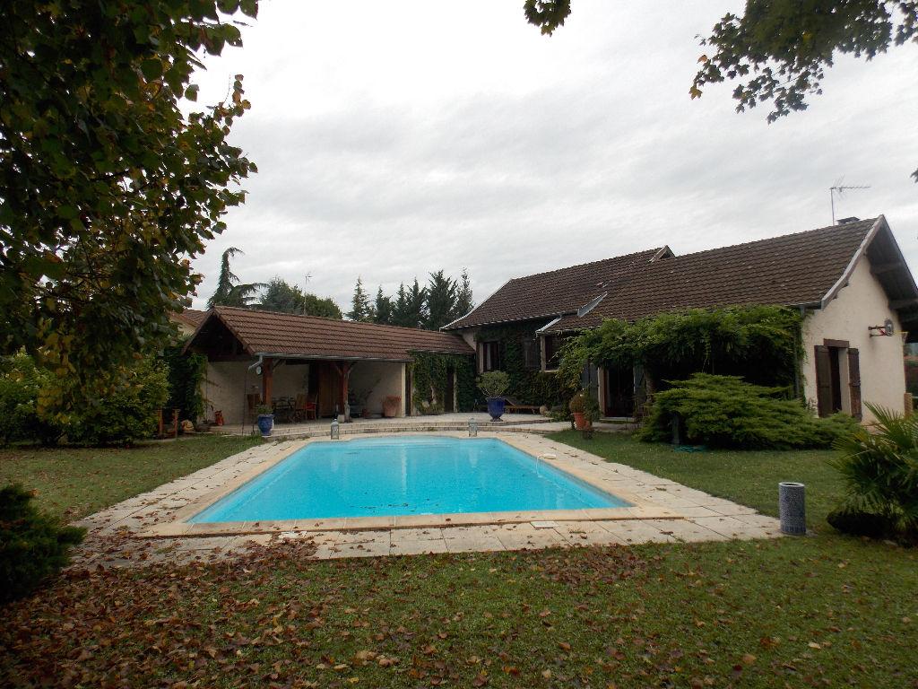 MONTALIEU VERCIEU - Villa T6  de 145 m² - Terrain 1745 m² piscine garage