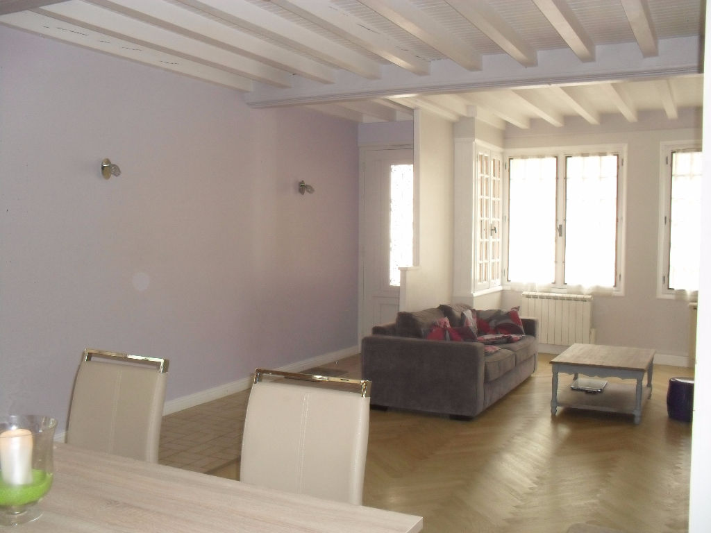 A 10 min LAGNIEU - Maison T4  de 118 m2 - veranda terrasse garage