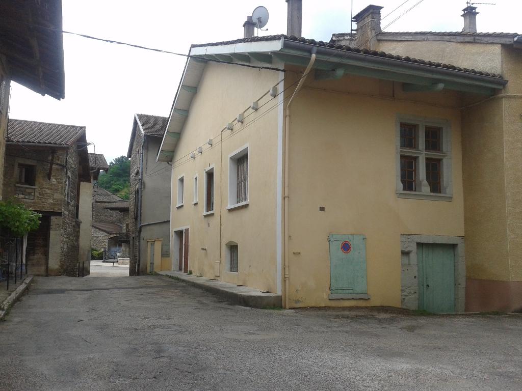 VAUX EN BUGEY maison  4 pièces 100 m2 , garage, cave, atelier, jardinet