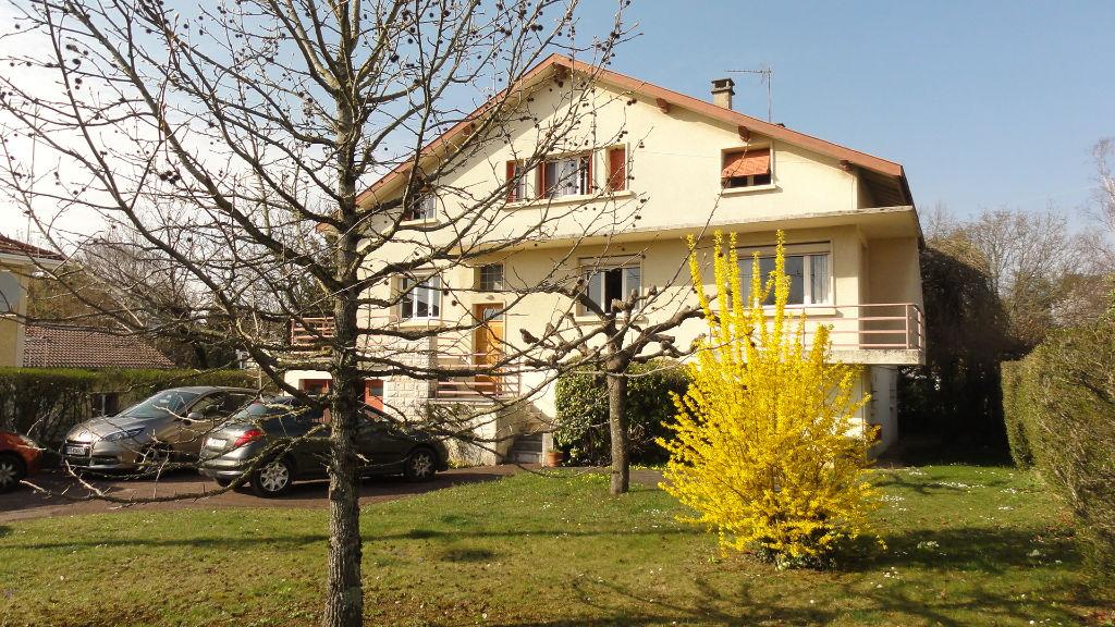 LAGNIEU - Villa 8 pièces 150 m2 - garage terrain