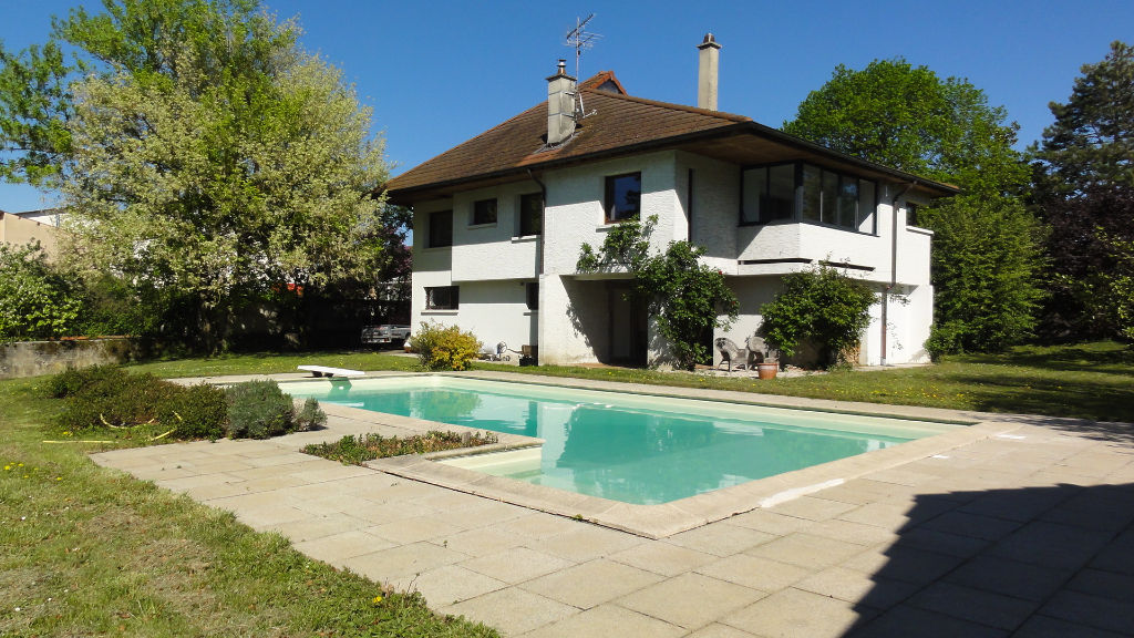 Proche AMBERIEU EN BUGEY - Villa 5 pièces 160 m2 - garages terrain 3000 m²
