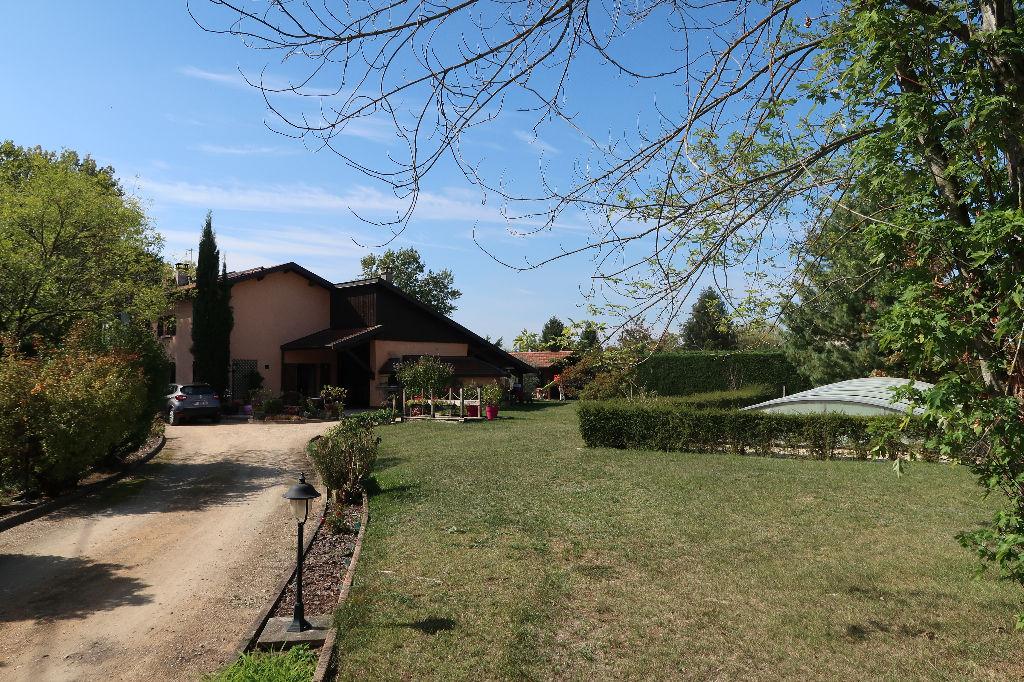 Secteur MEXIMIEUX - Villa Traditionnelle T6 de 170 m²