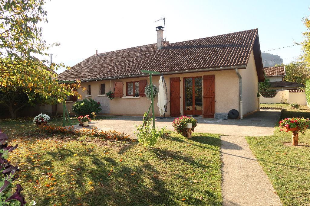 Secteur LAGNIEU, Villa Traditionnelle de Plain-Pied de 95 m², Terrain 638 m²