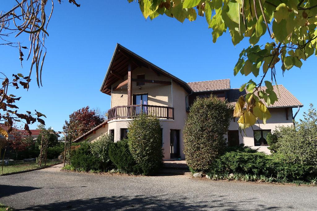 LAGNIEU Grande Villa d'achitecte T8 de 205 m2, Terrain 1587 m²