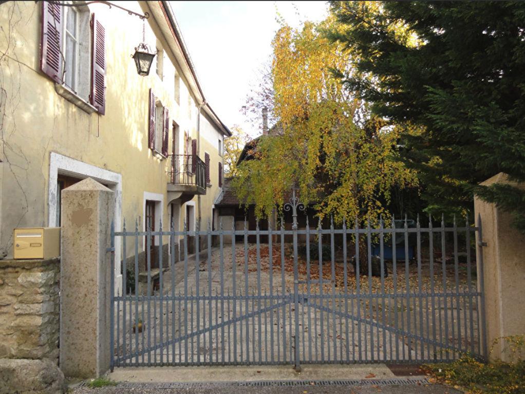 10 min Lagnieu - Maison 10 pièces 270 m2. Terrain 1388m²