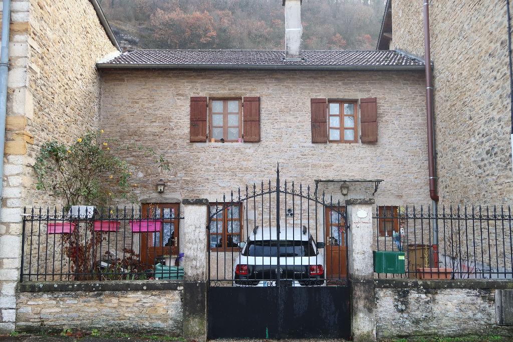 A 5 min de LAGNIEU - Investissement Locatif - Maison de village T5 110 m² avec extérieur