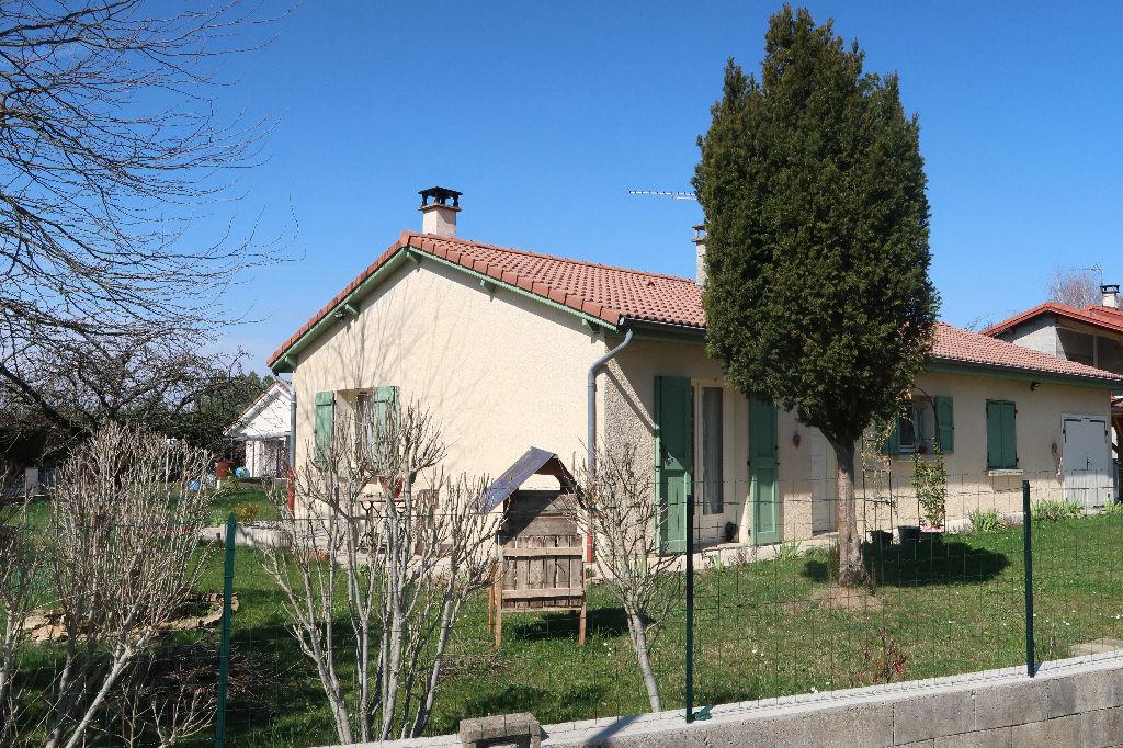 A 2 min de LAGNIEU - Villa de plain-pied T4 Garage et Terrain 800 m²