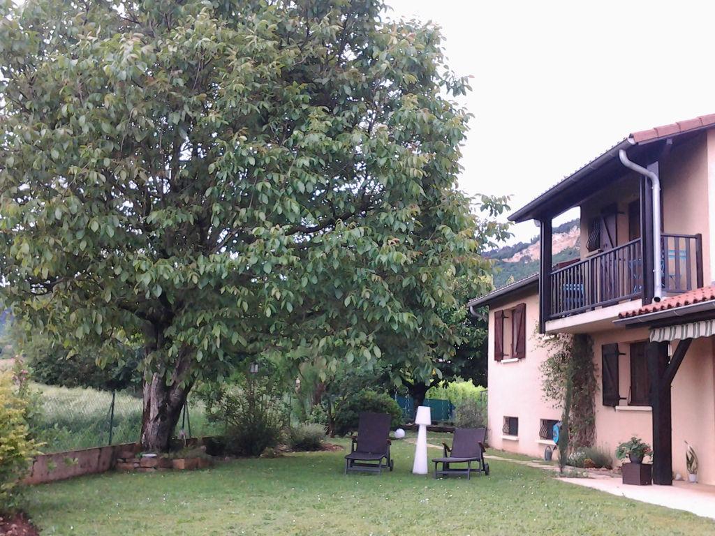 10 min LAGNIEU Villa architecte T6, 140 m2 terrain 800 m²