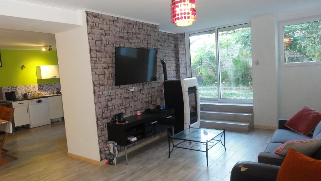 10 min MEXIMIEUX Maison T6 126 m2 cour, dépendance