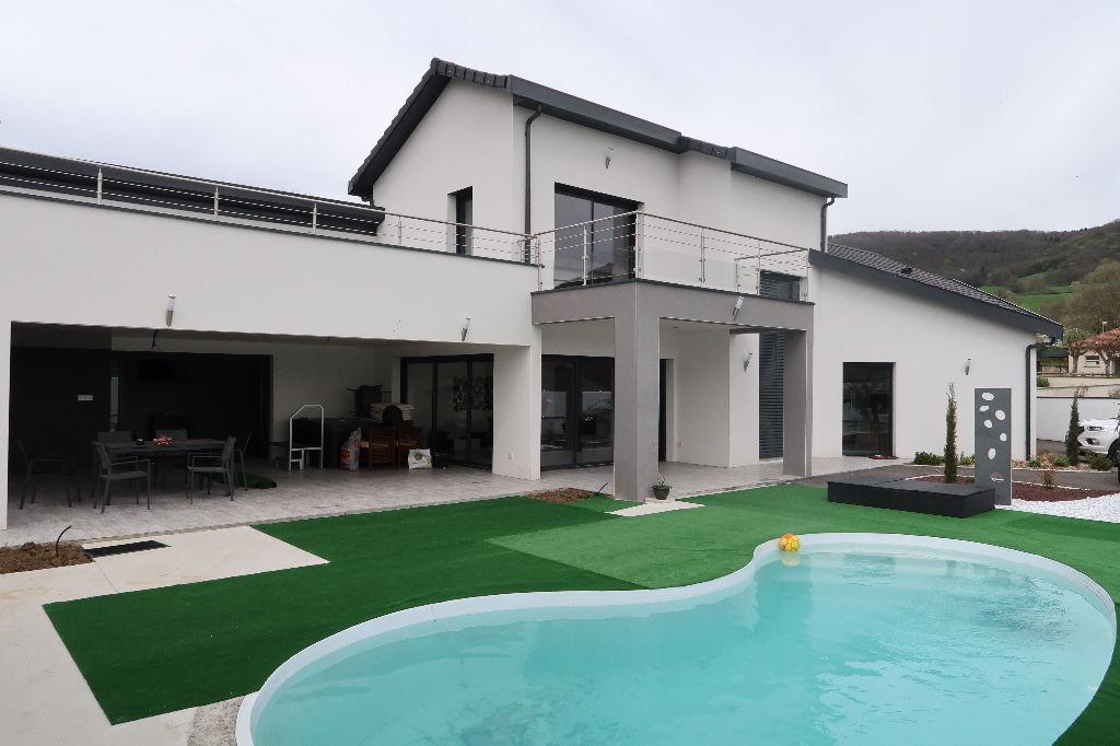 Secteur LAGNIEU, Villa d'architecte moderne de 230 m², Terrain 1 4000 m²