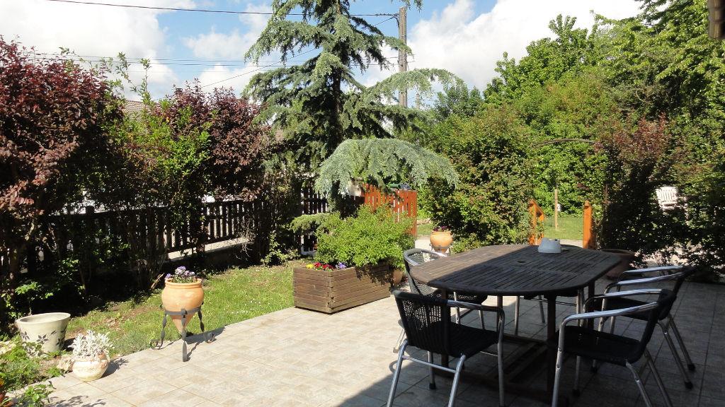 7 min LAGNIEU villa T5  plain pied, garage, dépendances, jardin