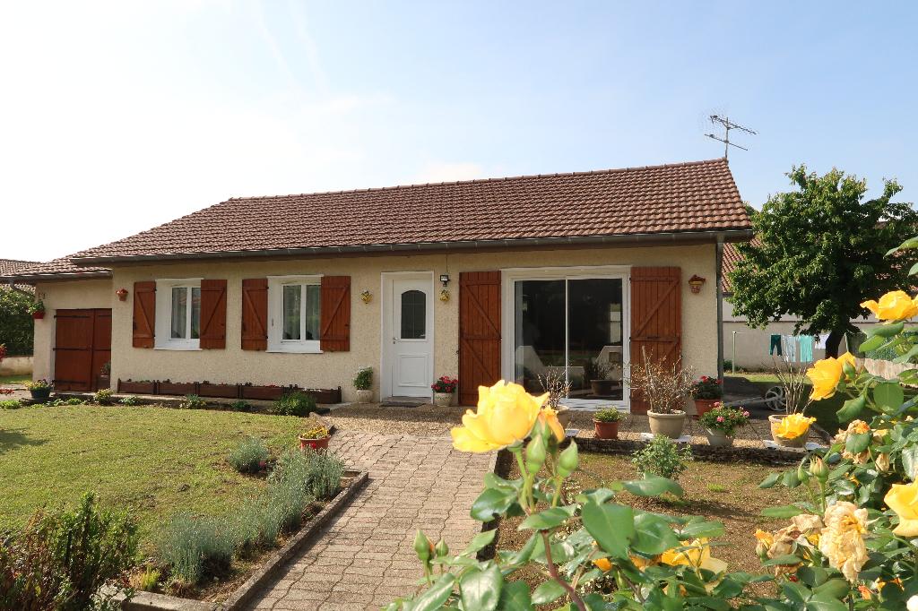 LAGNIEU Villa T5 de plain pied Garage et terrain de +700 m²  5 pièce(s)