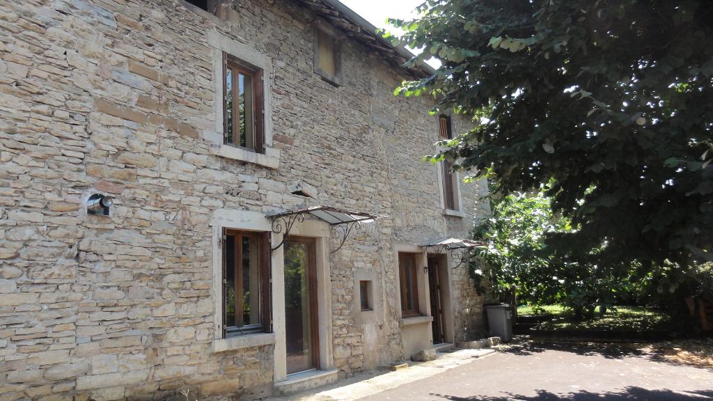6 km LAGNIEU Maison T5 - 120 m2, terrain 435 m²