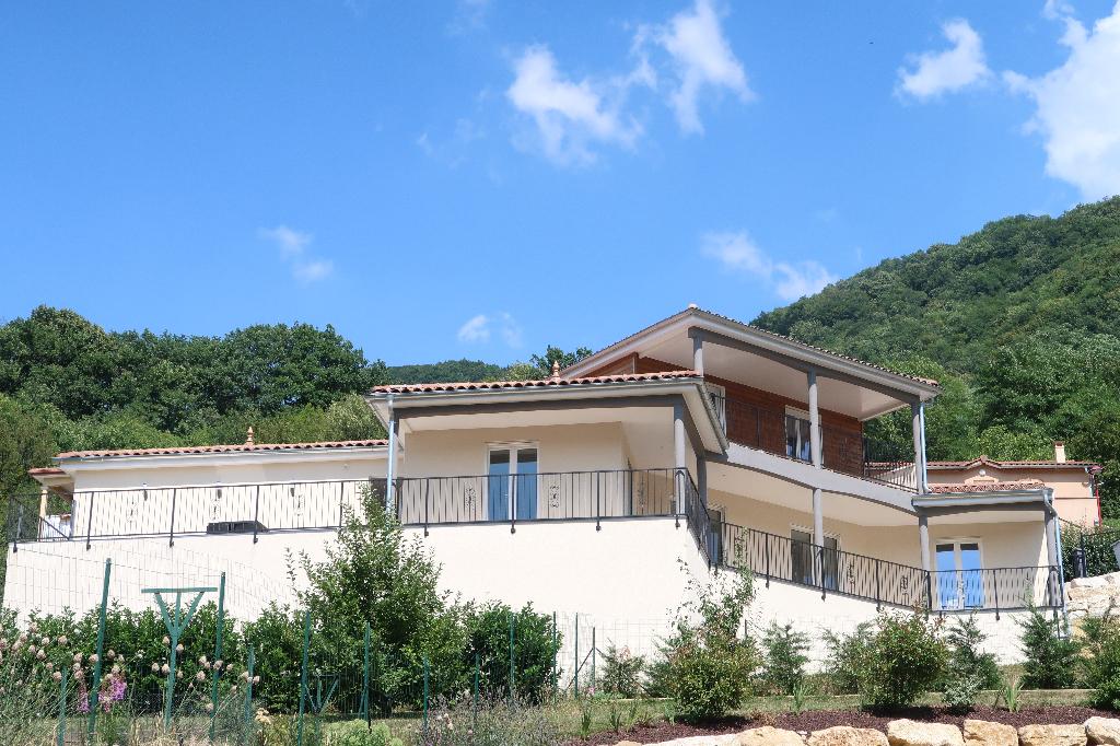 AMBERIEU EN BUGEY - Magnifique Villa T6 ossature bois