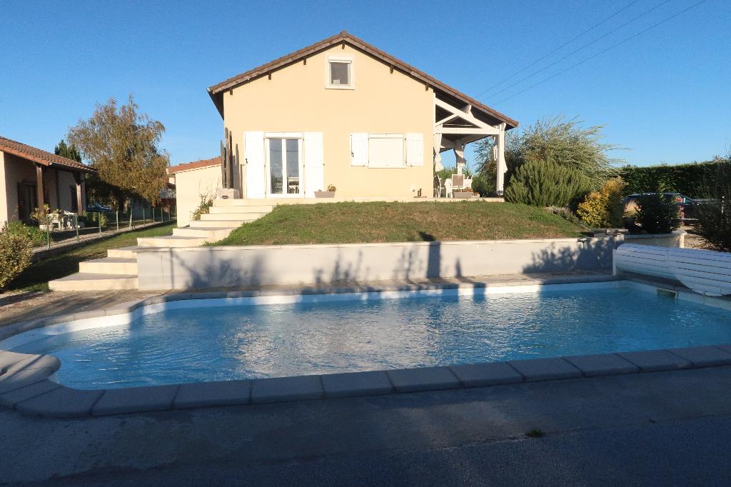 FARAMANS - Villa traditionnelle T6 de 150 m² avec piscine