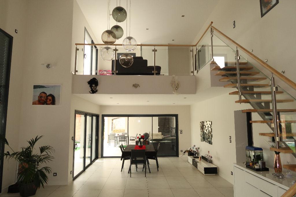 Secteur LAGNIEU, Villa d'architecte moderne de 230 m², Terrain 1 400 m²