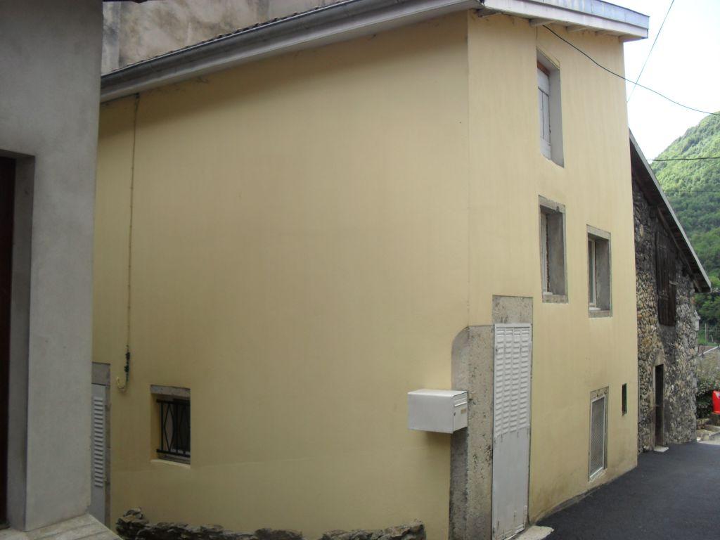 20 min AMBERIEU EN BUGEY Maison de village T3 de 63 m²