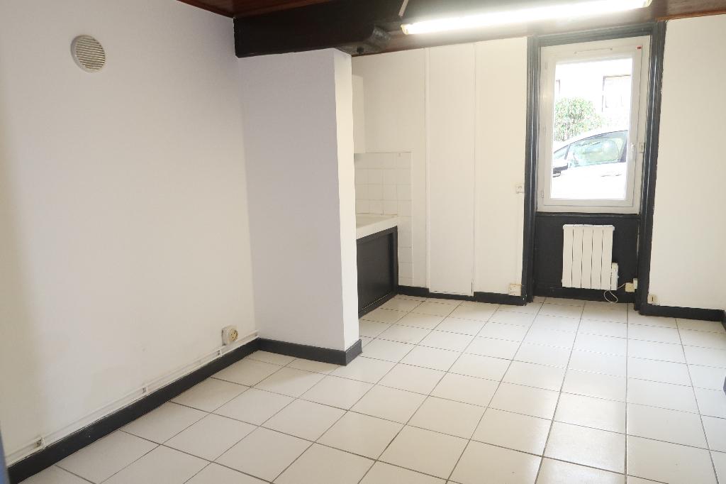 Ambérieu en Bugey - Appartement T1 de 34 m² avec jardinet