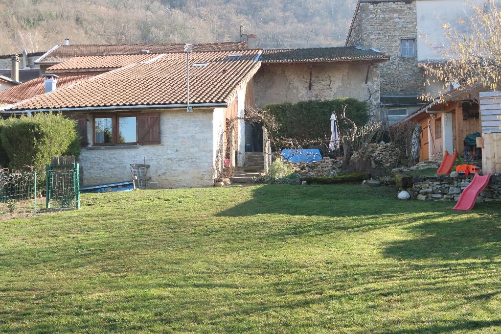 2 min LAGNIEU - Maison de village T4 de 157 m² avec terrain et garage