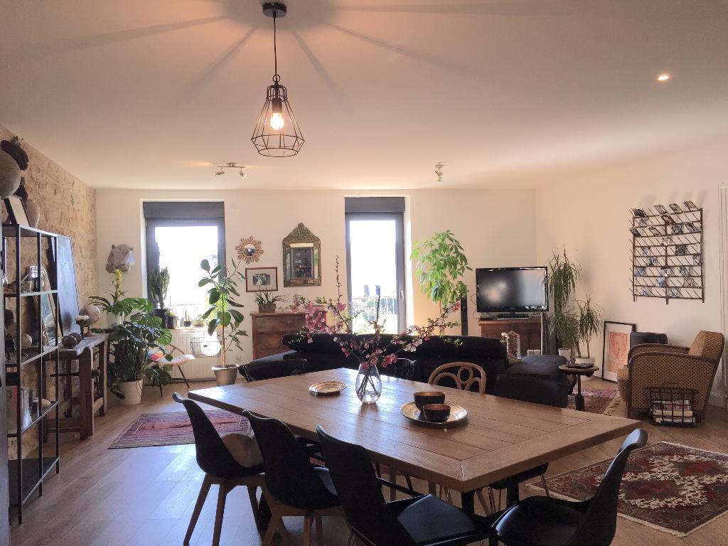 LAGNIEU - Maison de ville T5 de 200 m²