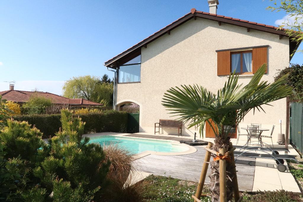 9 MIN MEXIMIEUX - Villa T7 de 160 m² avec piscine et terrain de 890 m²