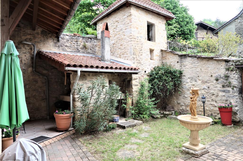 Maison de village -230 m²