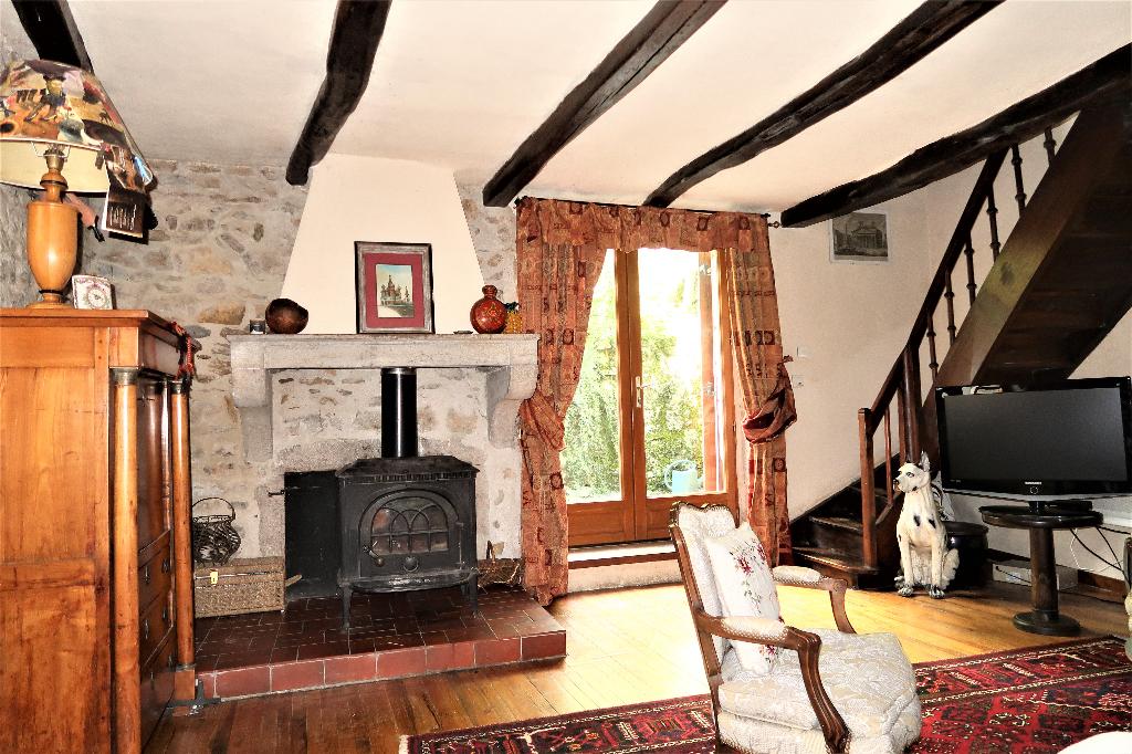 A 5 min d'Ambérieu en Bugey - Maison de village T5 de 146 m² avec jardin