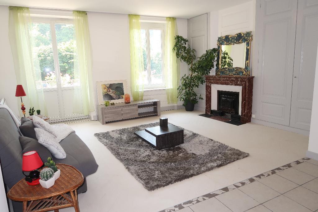 10 min d'AMBERIEU EN BUGEY - Appartement T4 de 85 m² - terrasse