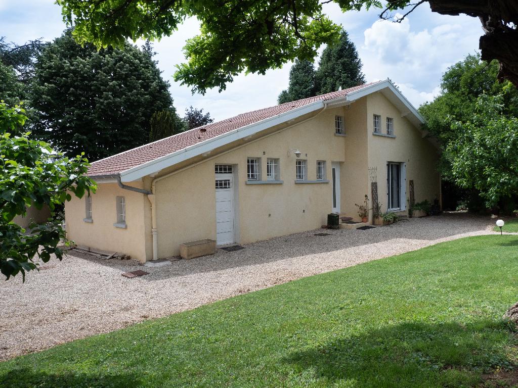 A 5 min MEXIMIEUX - Villa T4 de 120 m² sur terrain de 1380 m² avec piscine