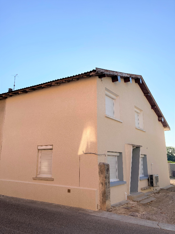 A 10 MIN MEXIMIEUX - Maison village de 50 m² avec stationnement