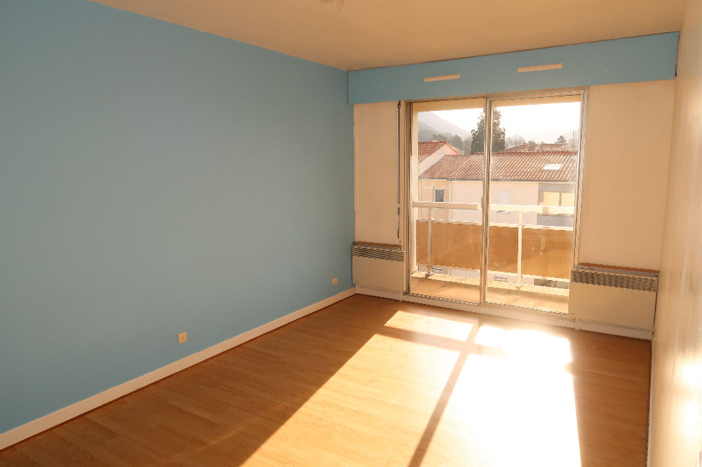 Amberieu-en-Bugey  Spacieux studio de 38 m²