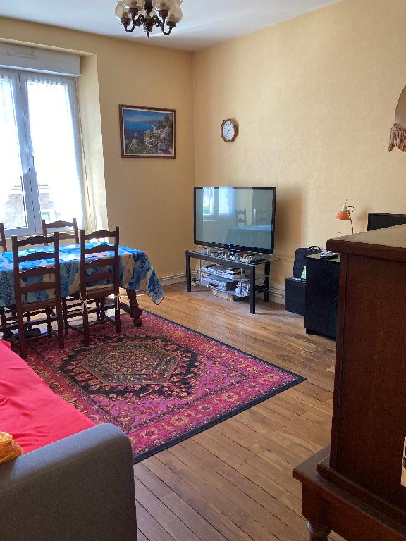 A 20 min d' AMBERIEU EN BUGEY - Appartement T3 de 69 m² avec balcon, cave et grenier