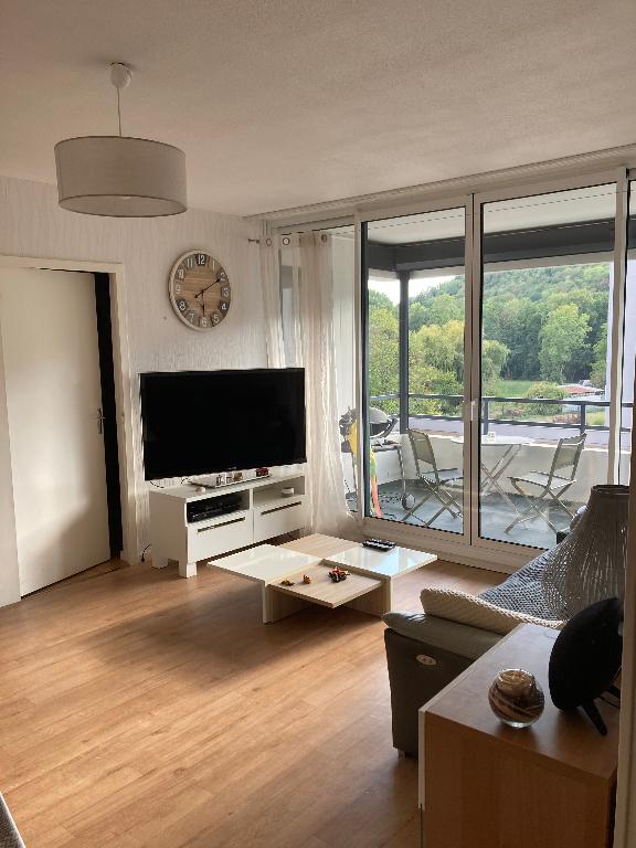 LAGNIEU - Appartement T3 de 79 m² avec balcon, garage et cave