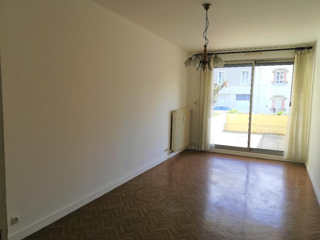 Ambérieu en Bugey - Studio de 32 m² avec terrasse, balcon et garage fermé
